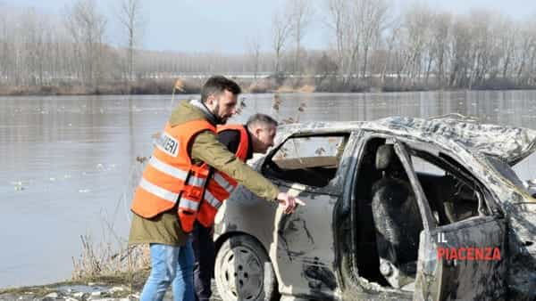 """Scomparso a maggio 2017 """"Scomparso quasi un anno fa, i vigili del fuoco lo ritrovano nella sua auto in fondo al fiume"""""""