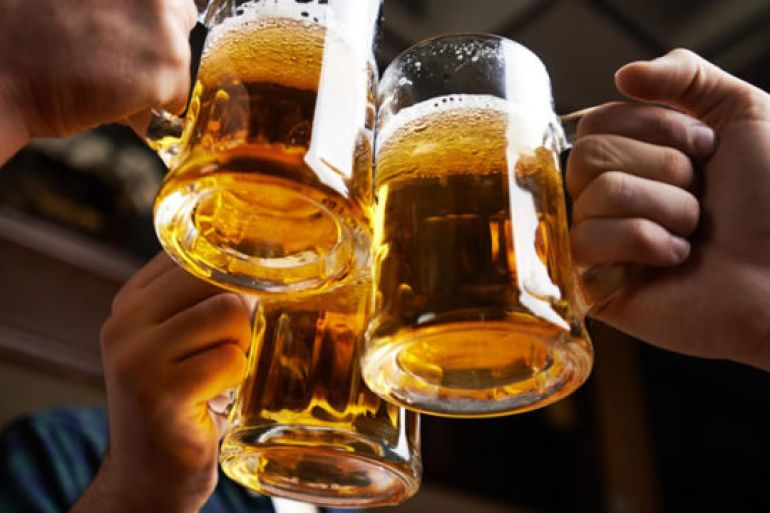 Cosa succede al nostro cervello quando beviamo troppa birra