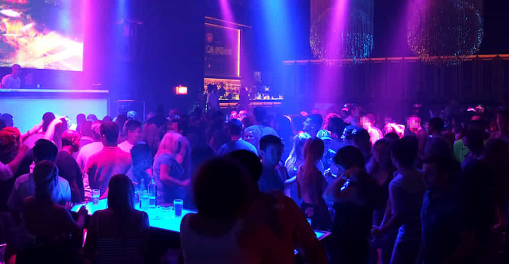 """""""Si spoglia e si masturba in discoteca: multa di 10mila euro per atti osceni"""""""