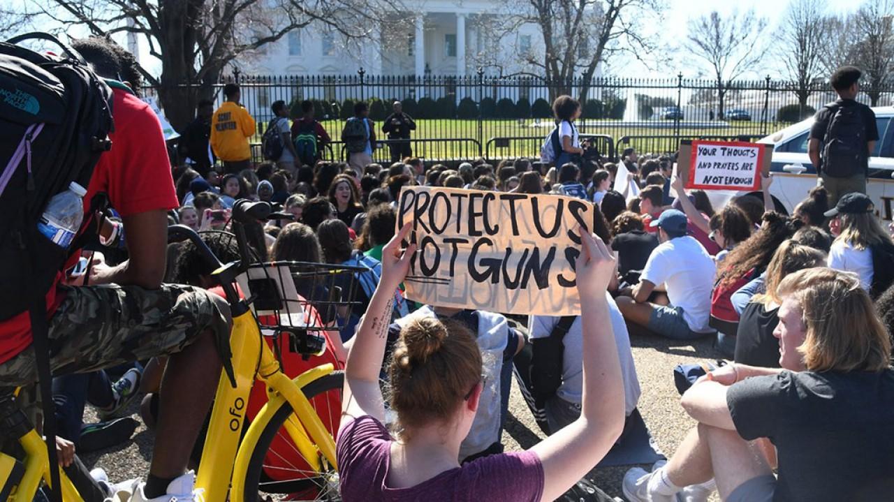 """""""Basta armi, gli studenti americani scendono in strada"""""""