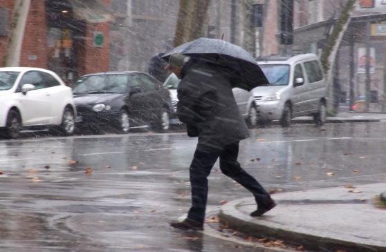 Maltempo colpisce l'Italia; ALTRA PIOGGIA E NEVE nelle prossime ore