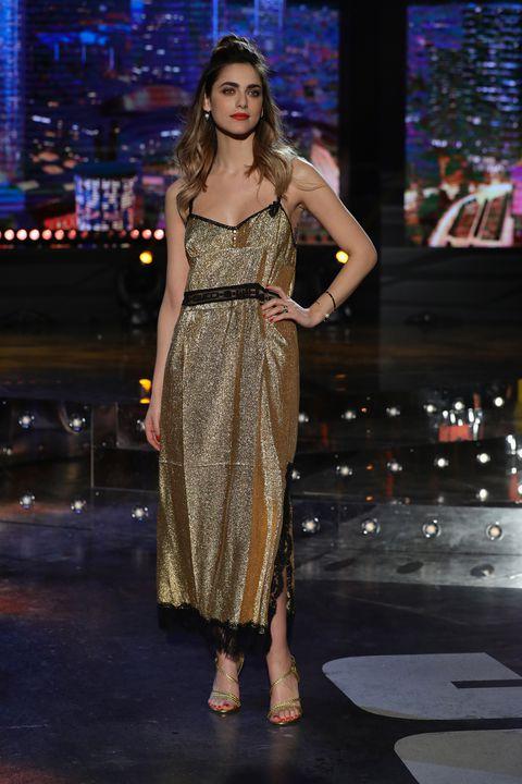 Miriam Leone ha scelto un look gold per 'EPCC'. Alessandro Cattelan ha ospitato in trasmissione la bellissima attrice: foto
