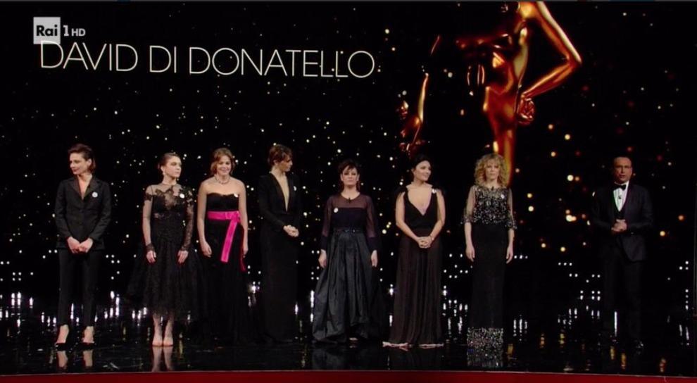 David di Donatello 2018: Claudia Gerini, neo single, dedica il premio alle figlie. Paola Cortellesi con il suo monologo è super. Serena Rossi vince e il compagno si commuove