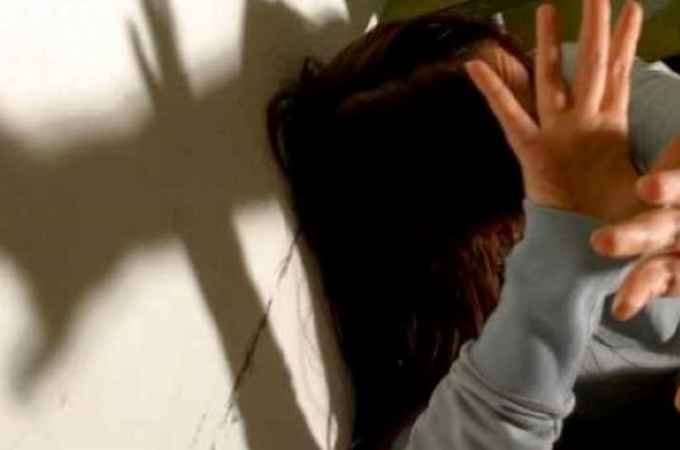 """""""Ragazza di 19 anni stuprata sotto gli occhi del fidanzato"""""""