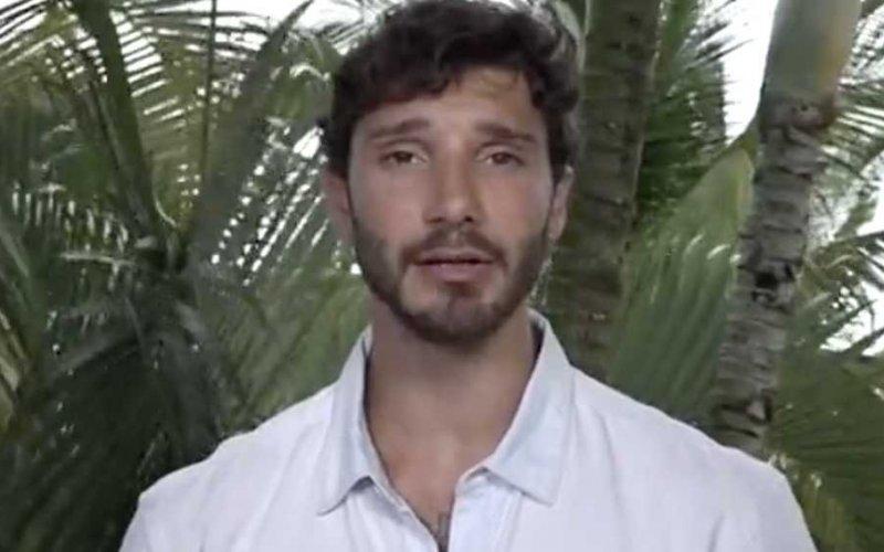 Stefano De Martino in astinenza