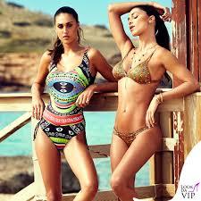 Belen e Cecilia Rodriguez accendono anche l'estate 2018 con i loro costumi super sexy: le due argentine in posa per il loro brand. Felici, si godono l'amore di Iannone e Moser
