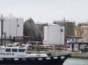 """""""Esplosione a Livorno: morti due operai, evacuata la zona del porto industriale"""""""