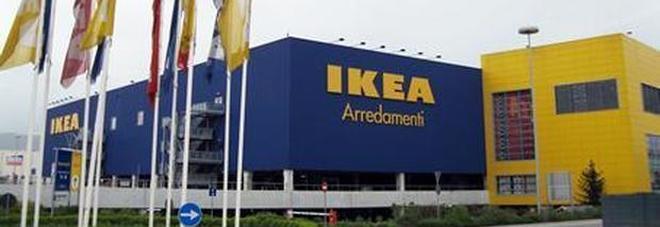 """""""Assalto con pistole e mitra all'Ikea: bottino da 110mila euro, banditi in fuga"""""""