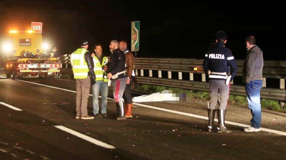 """""""Scende dall'auto dopo l'incidente: travolto e ucciso in autostrada"""""""