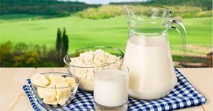 Gli alimenti che non bisogna mai mangiare prima e dopo aver bevuto latte