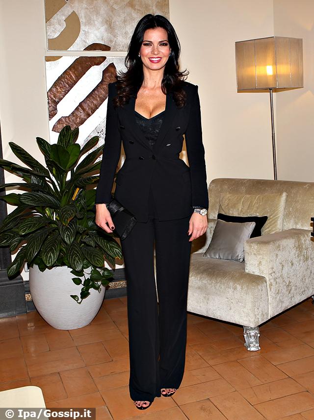 Laura Torrisi, mondana a Napoli, appare raggiante durante un evento fashion. L'amore le fa davvero bene: guarda