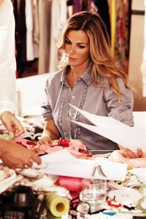 Vanessa Incontrada nuovamente stilista per Elena Mirò: una capsule collection per le curvy. L'attrice e conduttrice firma e indossa capi seducenti ispirati all'Oriente